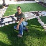 התקנת דשא סינטטי בחצר גדולה