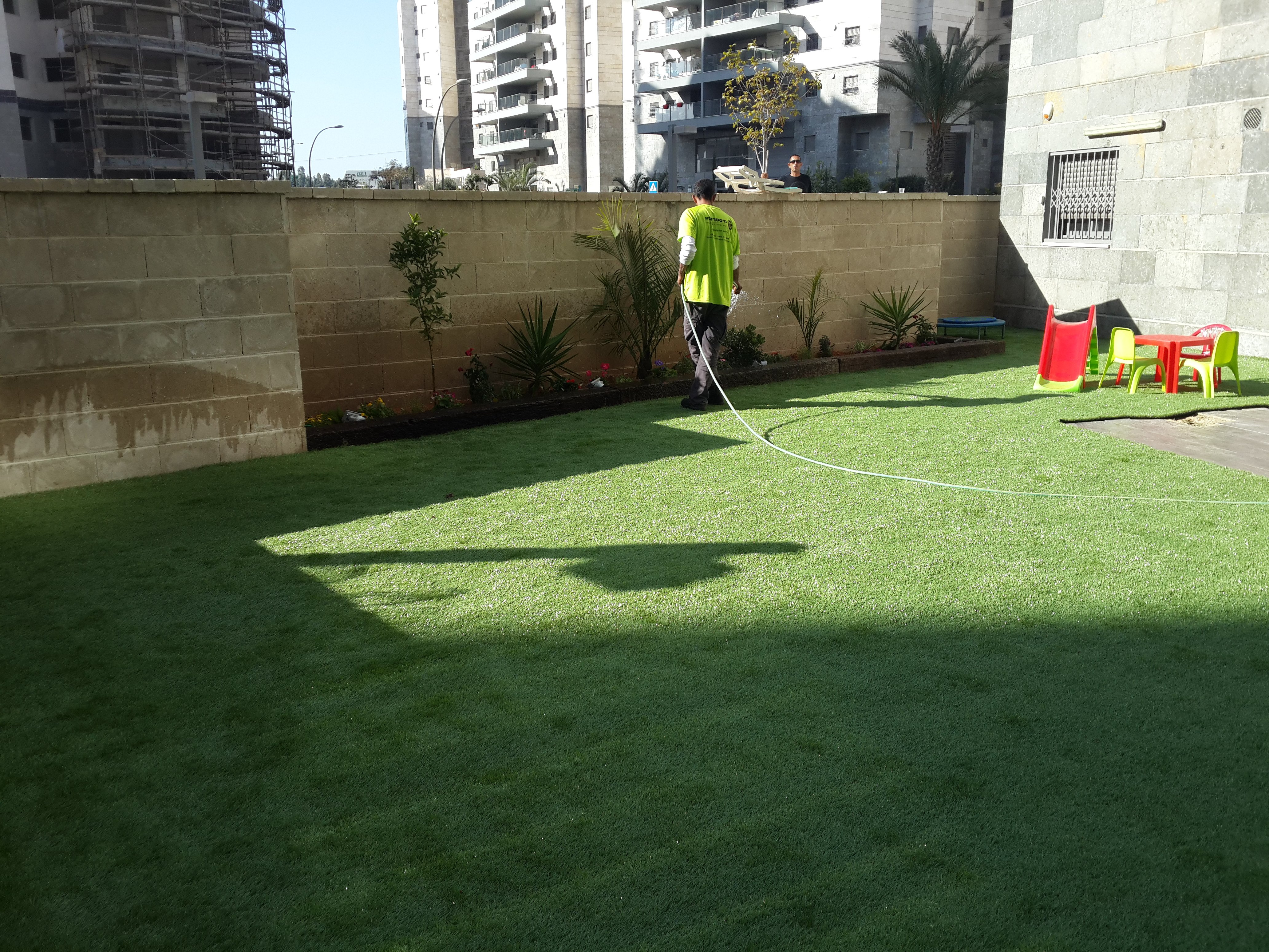 היתרונות של דשא סינטטי